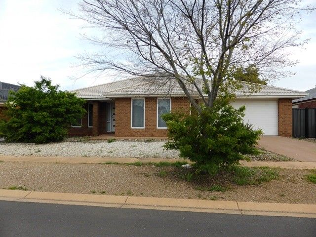 22 Niland Crescent, Point Cook VIC 3030, Image 0