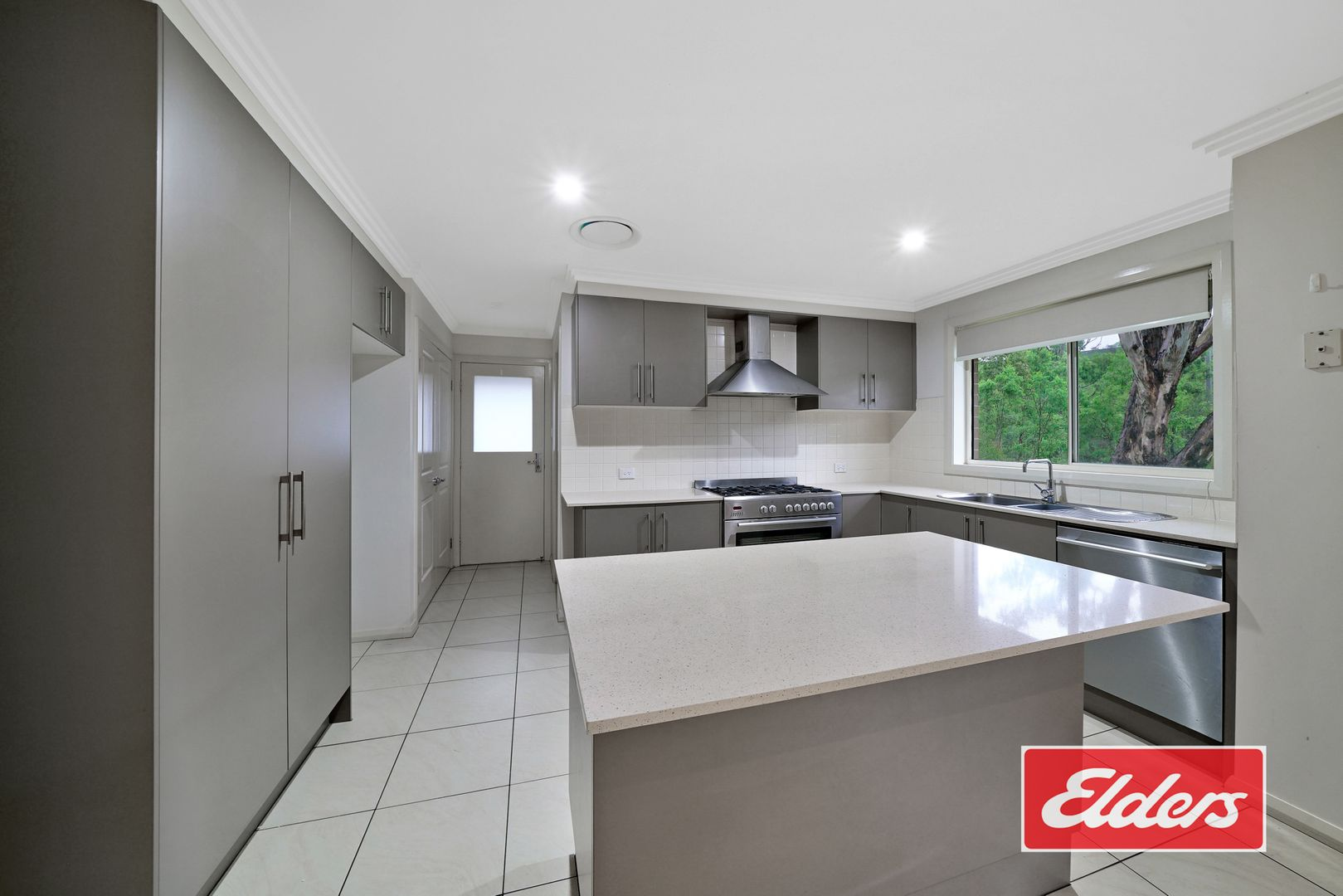 16 TAHMOOR HOUSE COURT, Tahmoor NSW 2573, Image 2