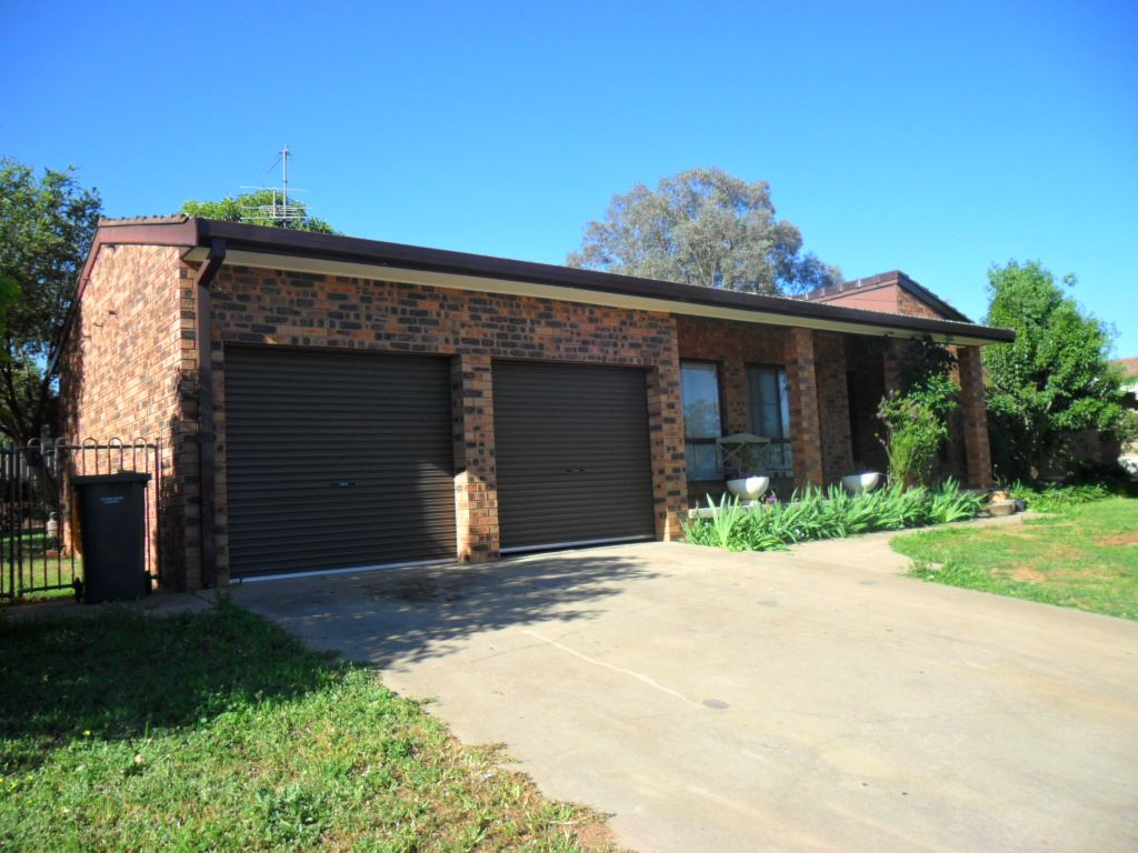 11 Hardy Avenue, Young NSW 2594, Image 0