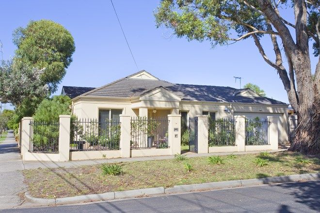 Picture of 10 Third Street, BLACK ROCK VIC 3193