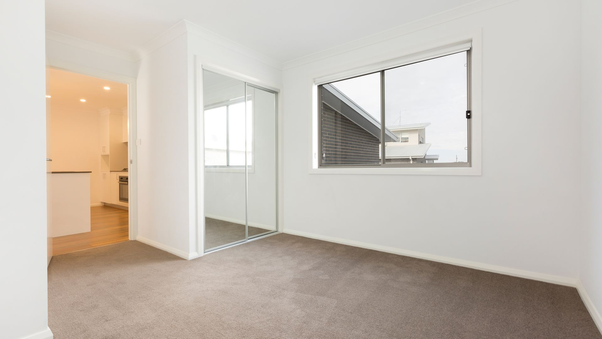 4/4 Skewes Street, Casey ACT 2913, Image 2