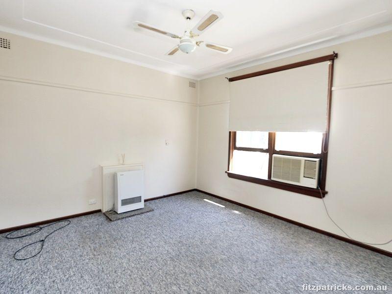 1 Spooner Avenue, Tolland NSW 2650, Image 2