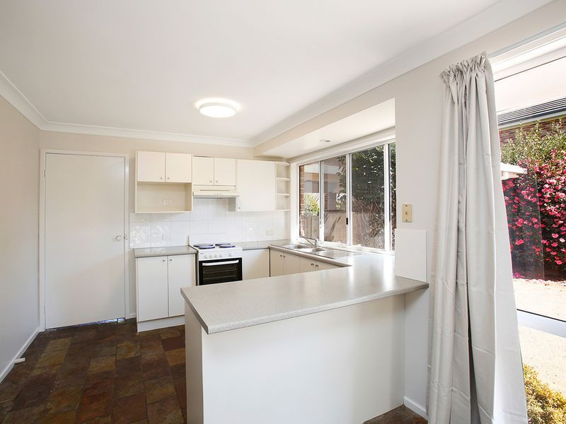 6 Lilac Avenue, Bowral NSW 2576, Image 2