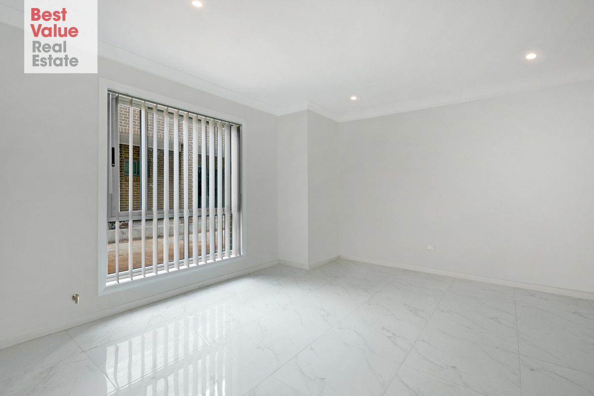 2/27-31 Canberra Street, Oxley Park NSW 2760, Image 2