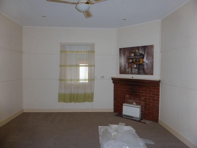 13 Grenfell Street, Parkes NSW 2870, Image 2