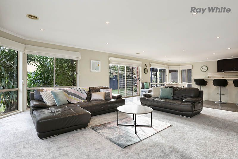 25 Dunfermline Way, Point Cook VIC 3030, Image 2
