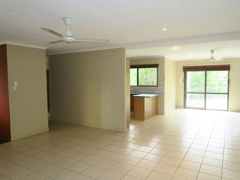 37 Hadrian Avenue, Mooroobool QLD 4870, Image 2