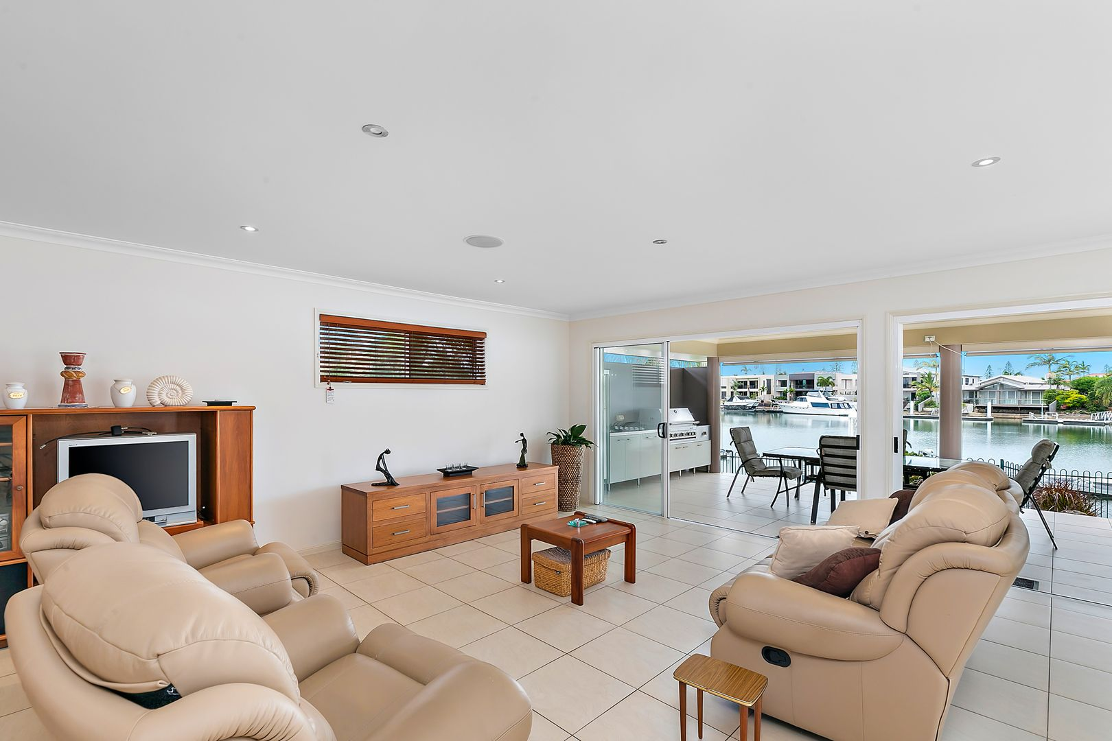 15 Plymouth Court, Raby Bay QLD 4163, Image 2