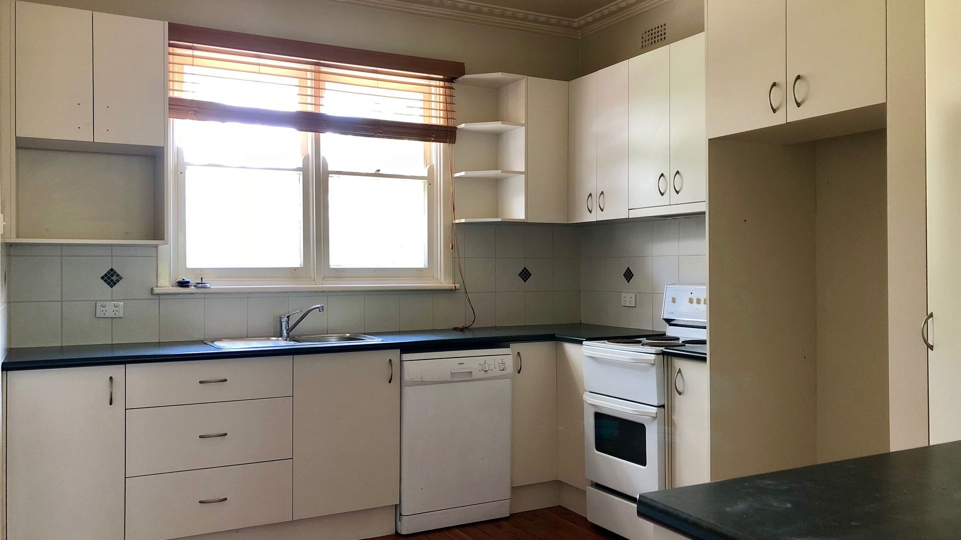 392 Union Road, Lavington NSW 2641, Image 2