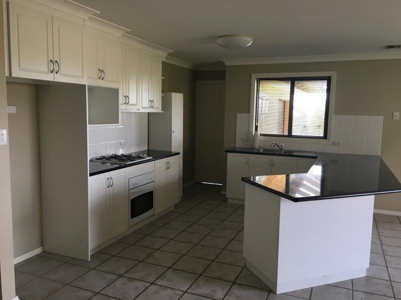 14 Woomera Place, Glenfield Park NSW 2650, Image 2