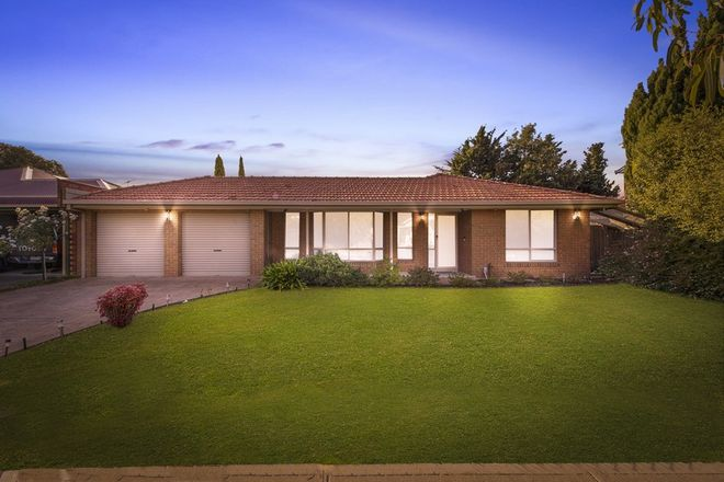 Picture of 8 Hanslow Way, TAYLORS LAKES VIC 3038