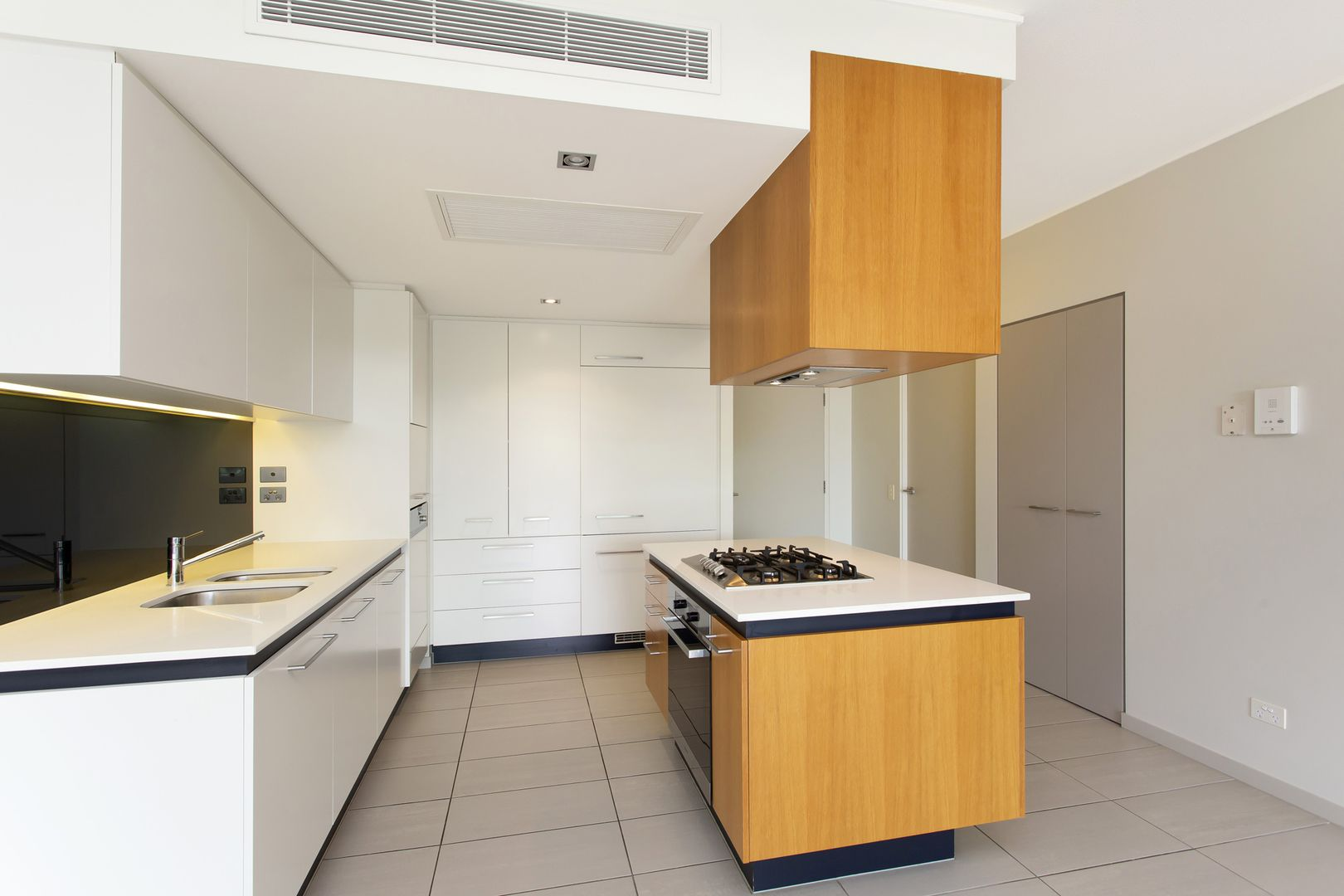 1206/6 Mariners Drive, Townsville City QLD 4810, Image 1