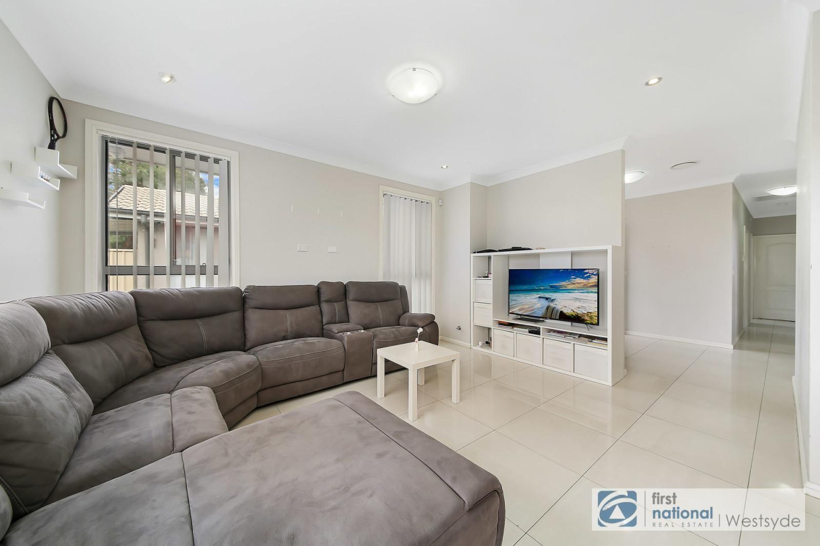 2/56 Tungarra Road, Girraween NSW 2145, Image 1