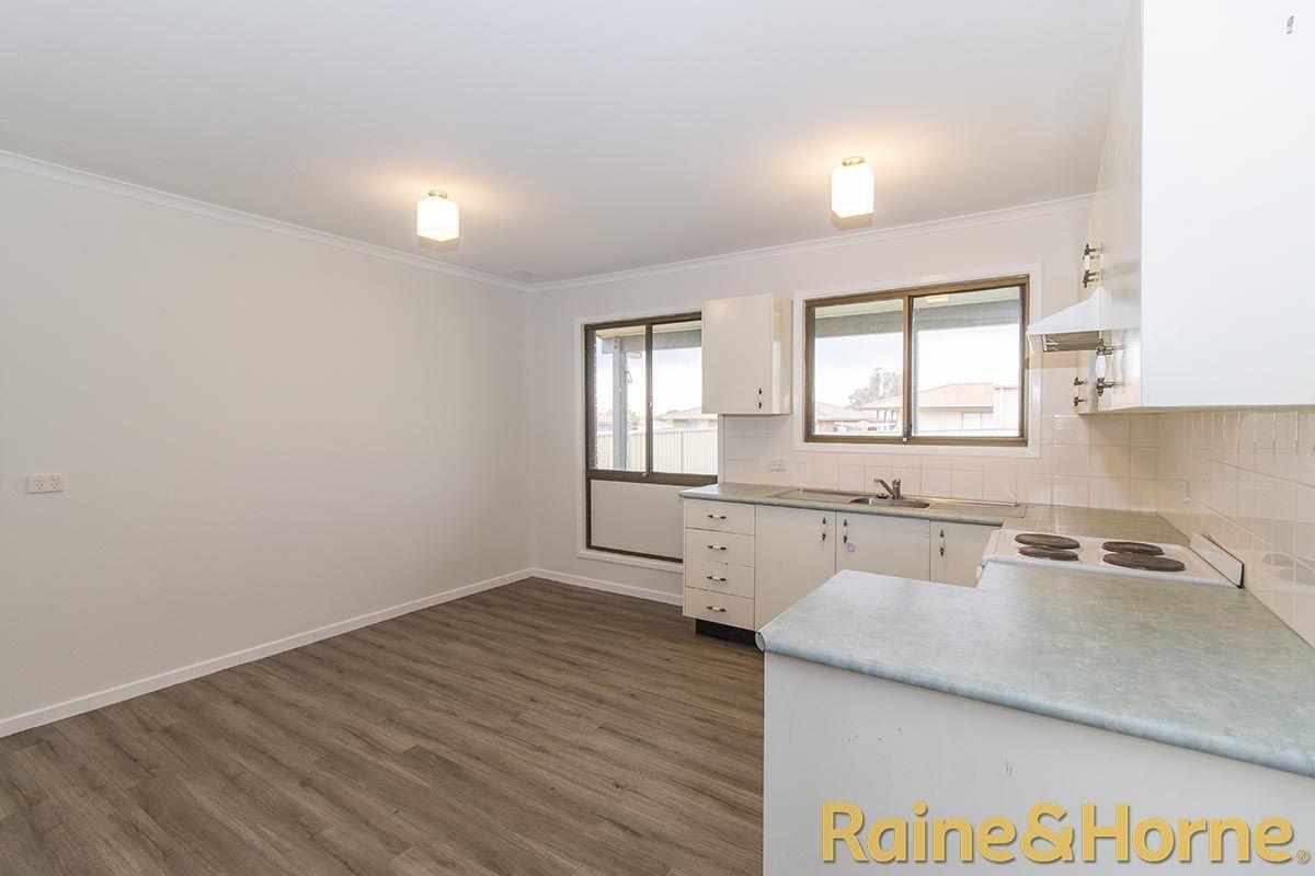 16 Salter Drive, Dubbo NSW 2830, Image 2