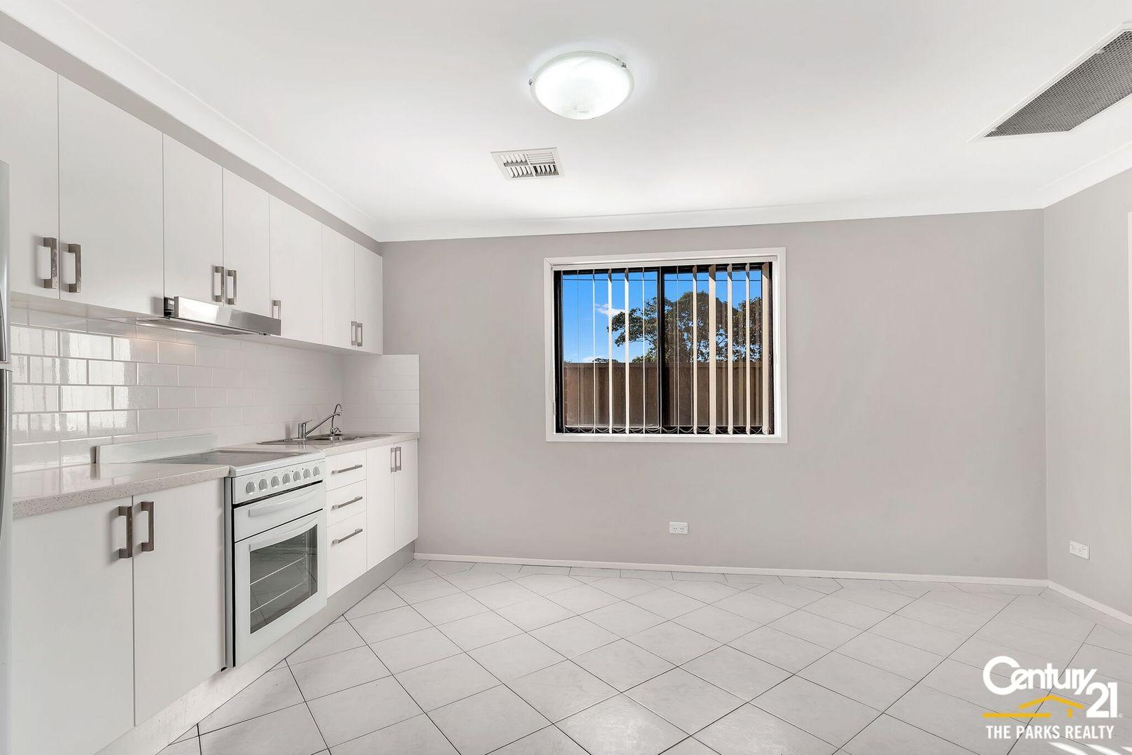 6a Clarke Close, Prairiewood NSW 2176, Image 1