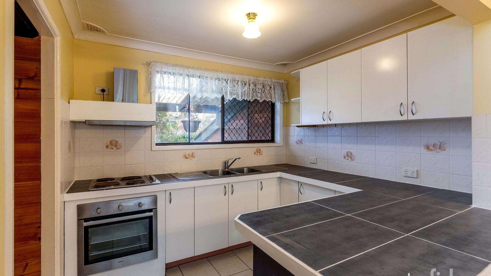 13 Elsham Avenue, Orange NSW 2800, Image 2