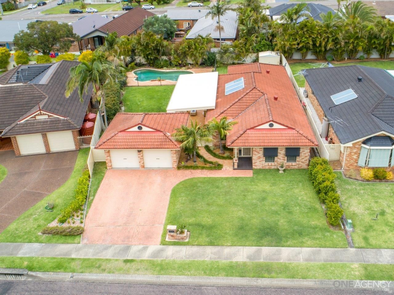 10 Satinwood Court, Caves Beach NSW 2281, Image 2