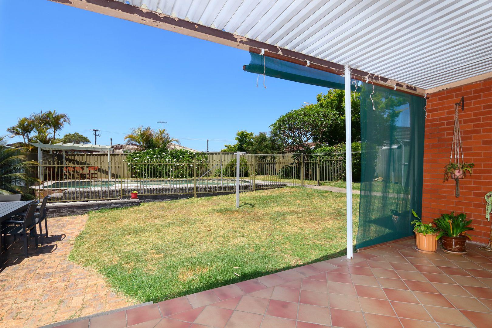 27 Vista Avenue, Peakhurst Heights NSW 2210, Image 1