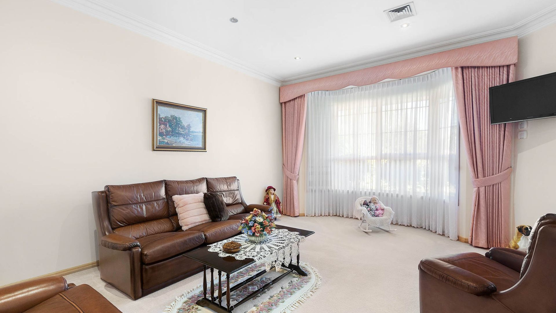 1 Delahunty Court, Altona Meadows VIC 3028, Image 2
