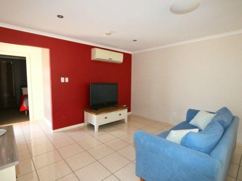 2/11 Brokenwood Street, Emerald QLD 4720, Image 2