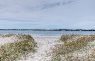 Picture of 25 Runaway Bay Avenue, Runaway Bay QLD 4216