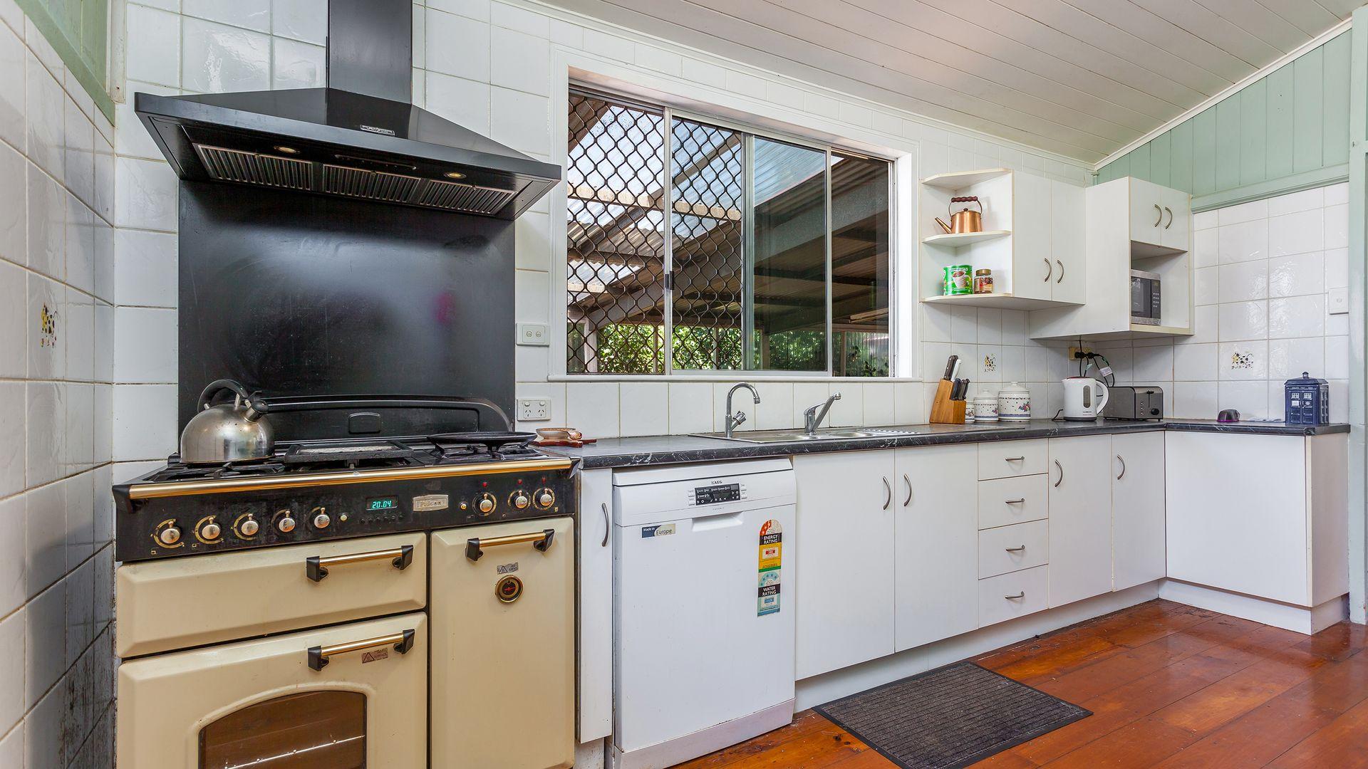 22 Bothwell Street, Newtown QLD 4350, Image 2