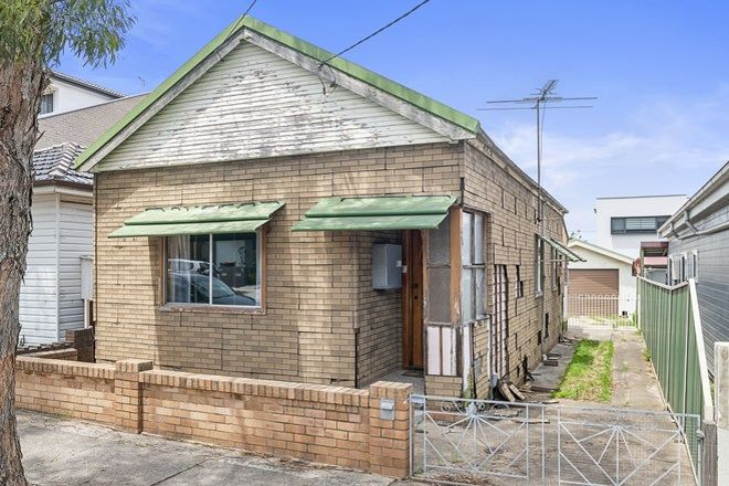 Picture of 35 Universal Street, EASTLAKES NSW 2018