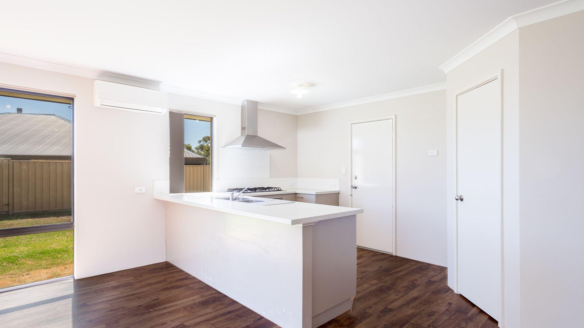 4 Carlingford Court, Australind WA 6233, Image 1