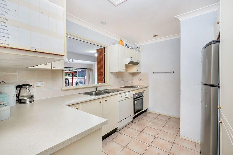33 Whittle Avenue, Milperra NSW 2214, Image 2