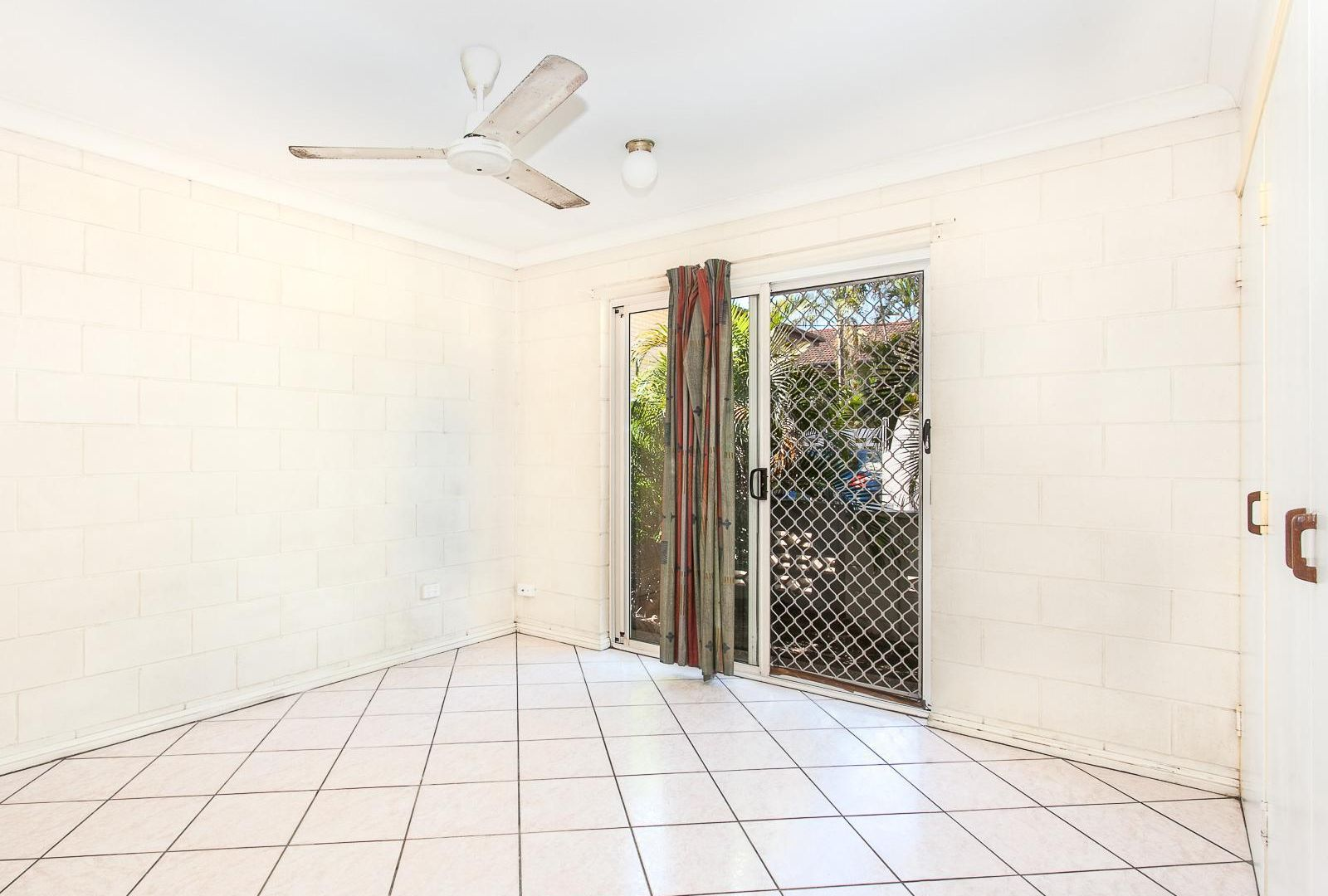 1/27 Warburton Street, North Ward QLD 4810, Image 2