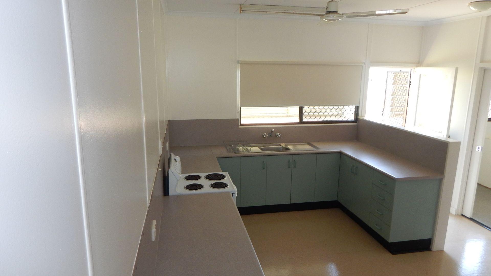 2/16 Jackson Avenue, Moranbah QLD 4744, Image 2