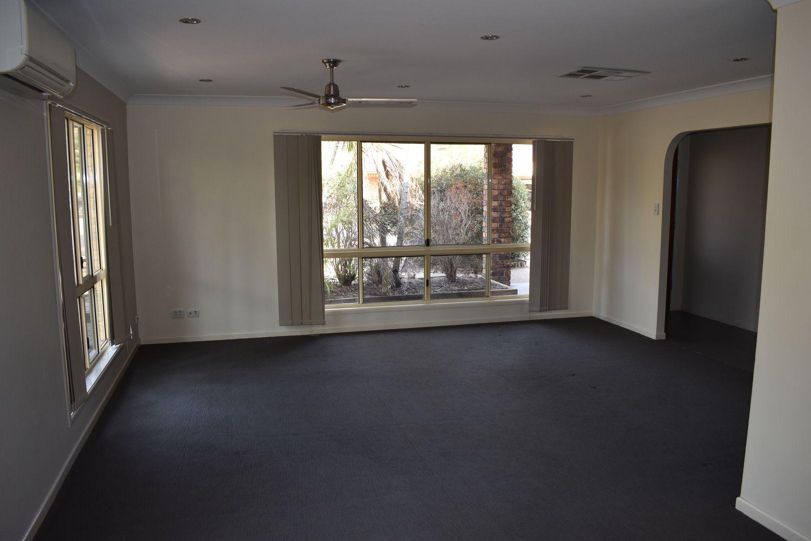 11 Louisa Court, Emerald QLD 4720, Image 2