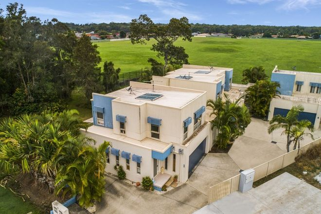 Picture of 2/32 Park Avenue, YAMBA NSW 2464