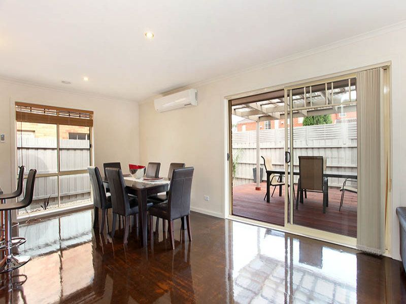 1/19 Earls Court, Wantirna South VIC 3152, Image 2