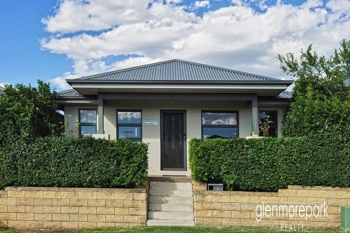 8 Lyora Street, Glenmore Park NSW 2745, Image 0