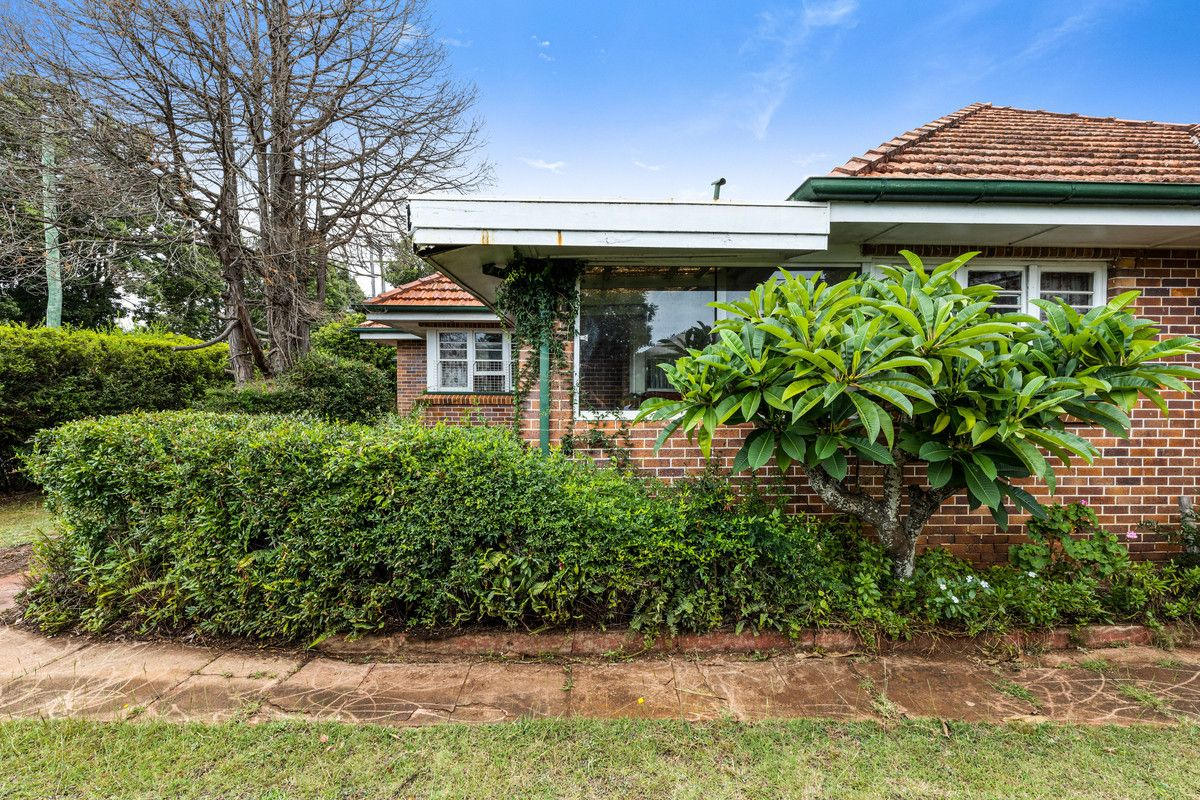 156 Russell Street, Newtown QLD 4350, Image 2