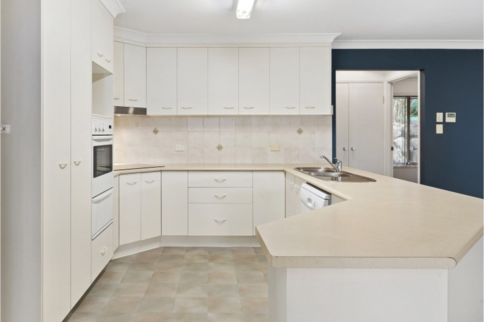 6 Bettina Court, Eatons Hill QLD 4037, Image 2