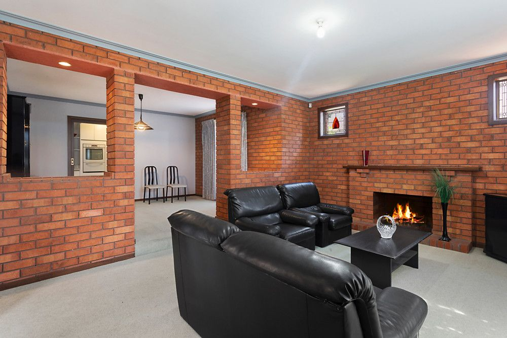 25 Windsor Drive, Avondale Heights VIC 3034, Image 1