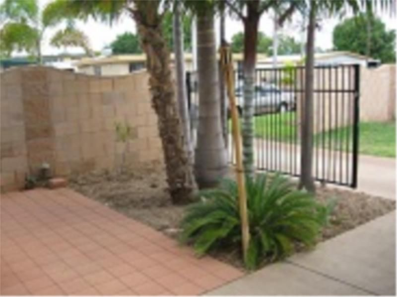 1/9 Cook Crescent, Sunset QLD 4825, Image 2