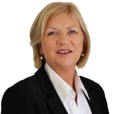 Noeline Ross, Sales representative