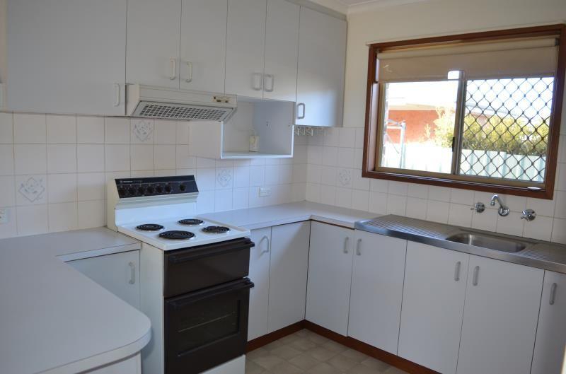2/22 Dove Street, Mount Austin NSW 2650, Image 2
