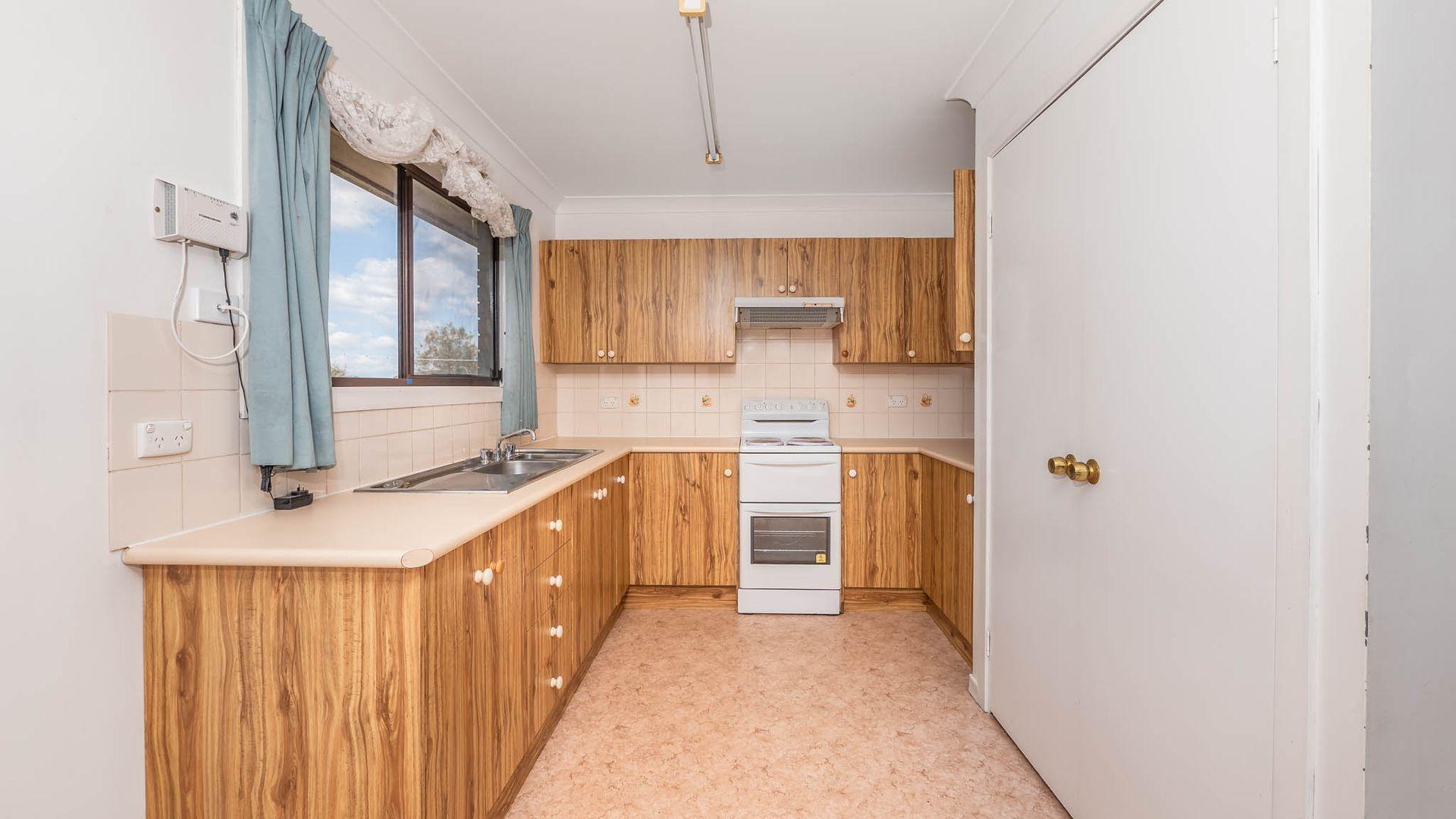 219 Falconer Street, Guyra NSW 2365, Image 2