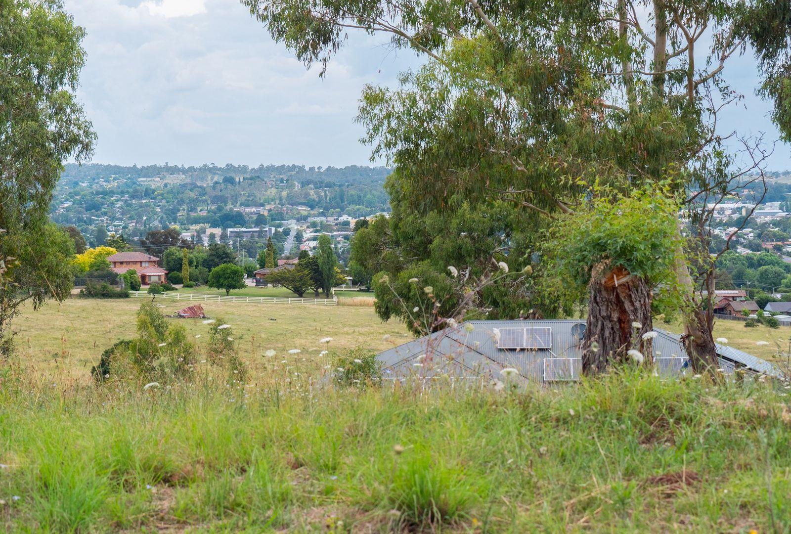 26 Grandview Crescent, Armidale NSW 2350, Image 2
