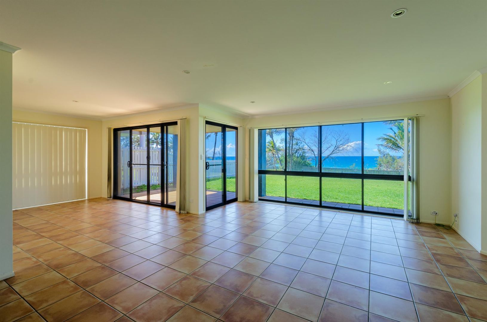 4 Chantelle Circuit, Coral Cove QLD 4670, Image 2