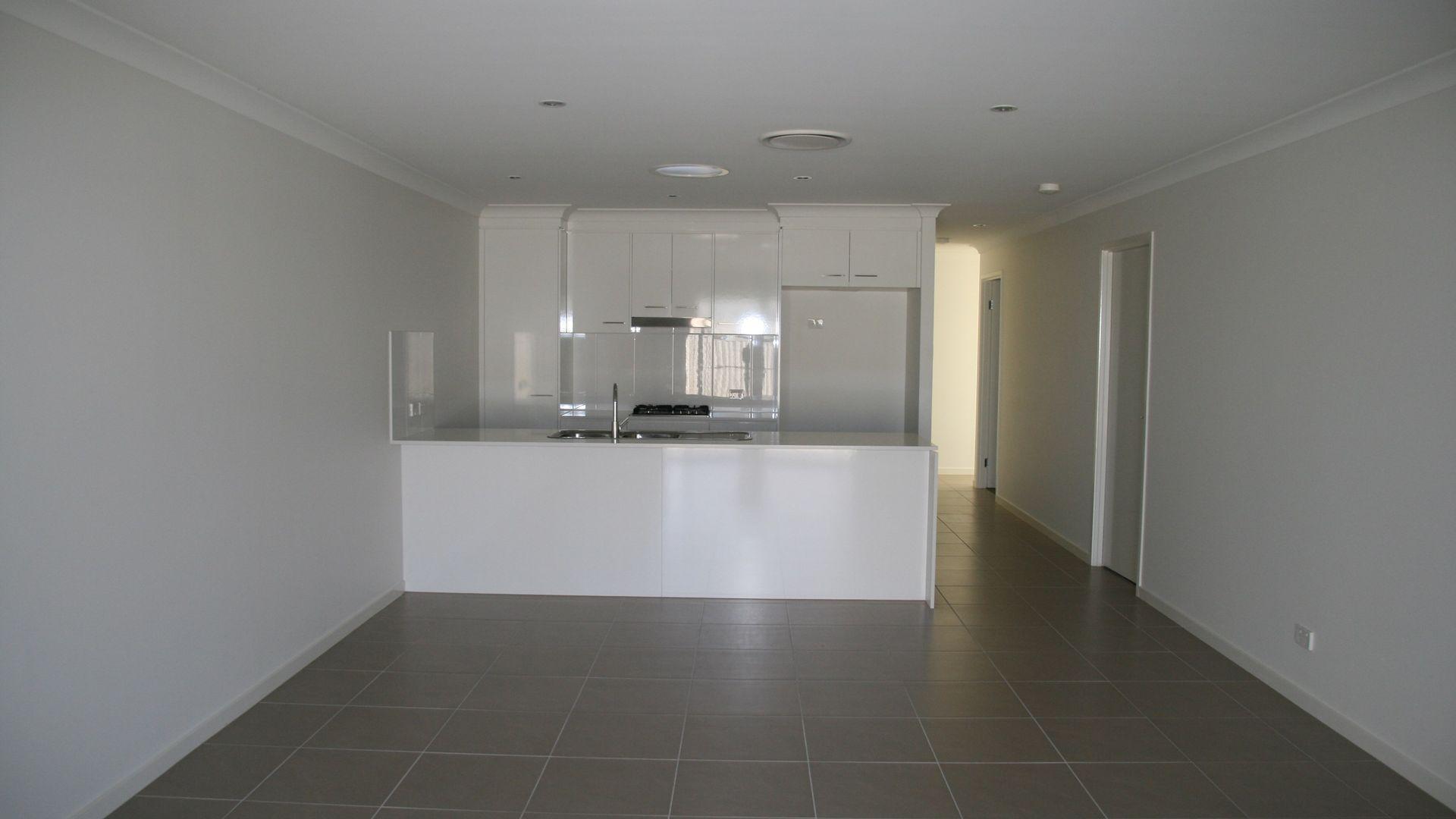 Unit 1/2 55 Acacia Drive, Miles QLD 4415, Image 2