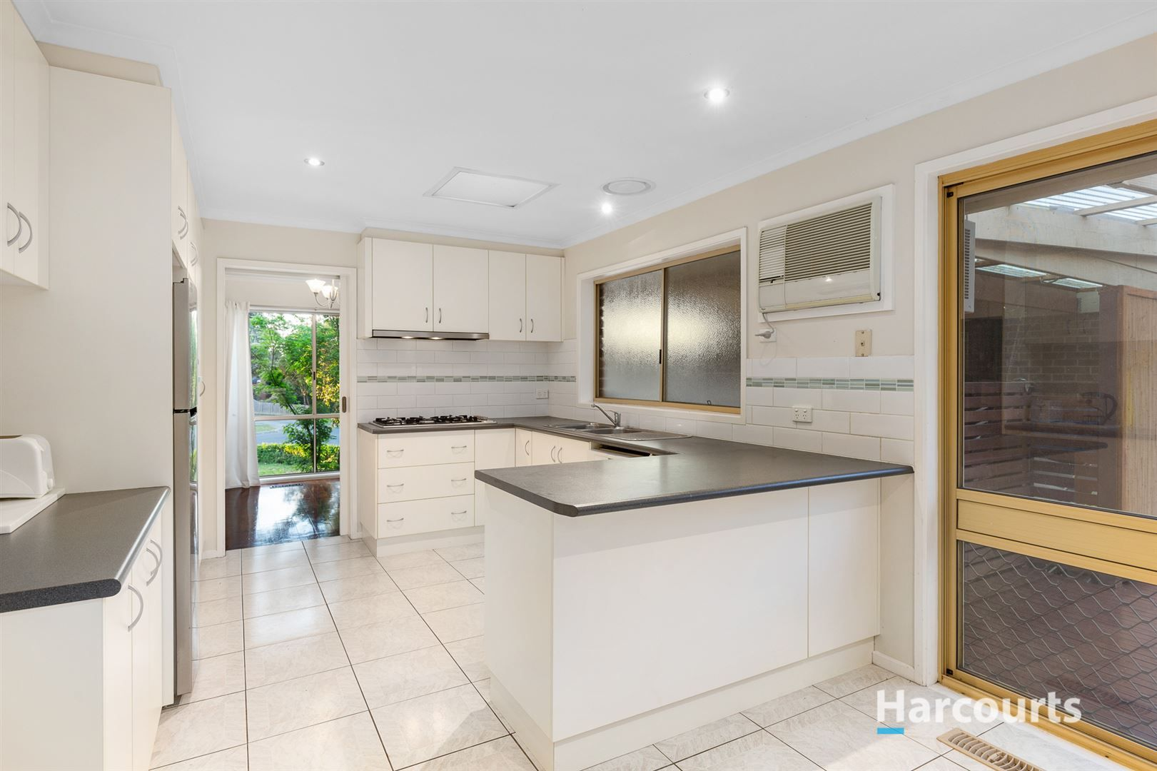13 Saunders Close, Lysterfield VIC 3156, Image 2