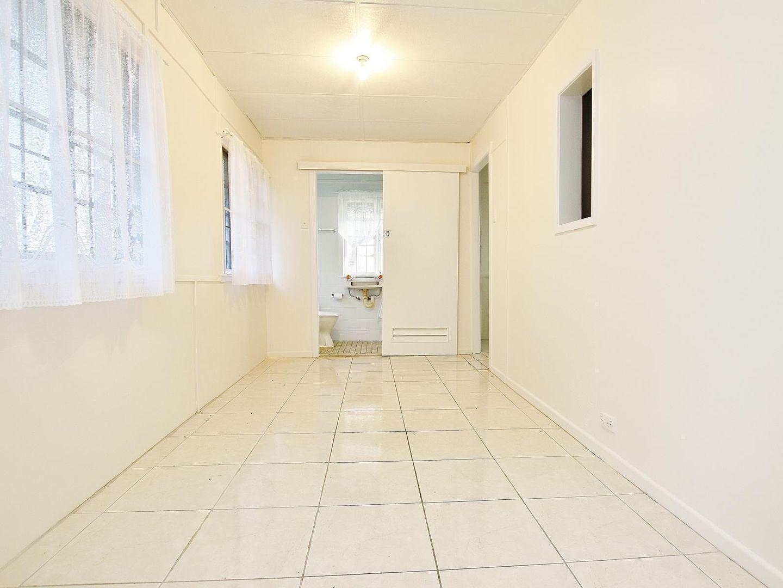 6/246 William Street, Allenstown QLD 4700, Image 2