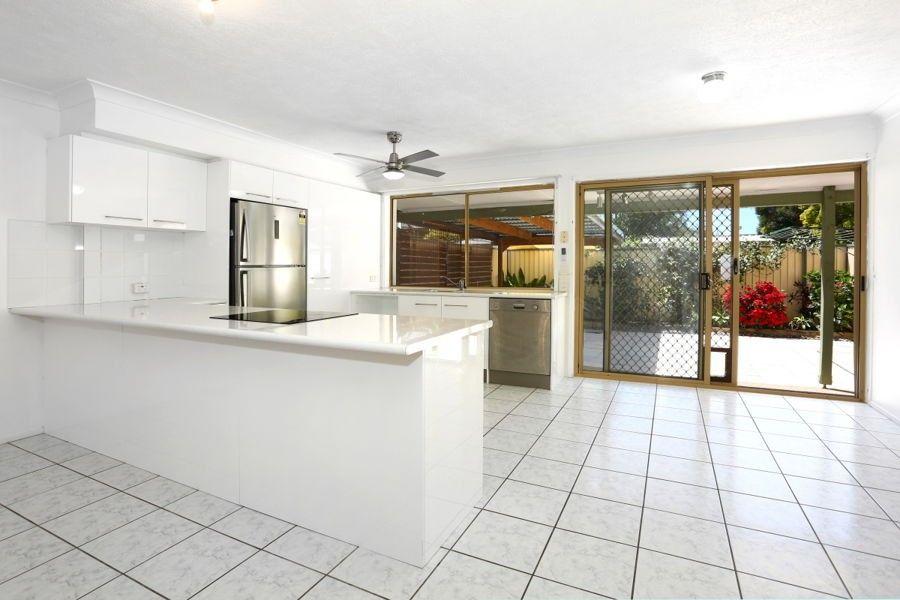 9/469 Pine Ridge Road, Runaway Bay QLD 4216, Image 2