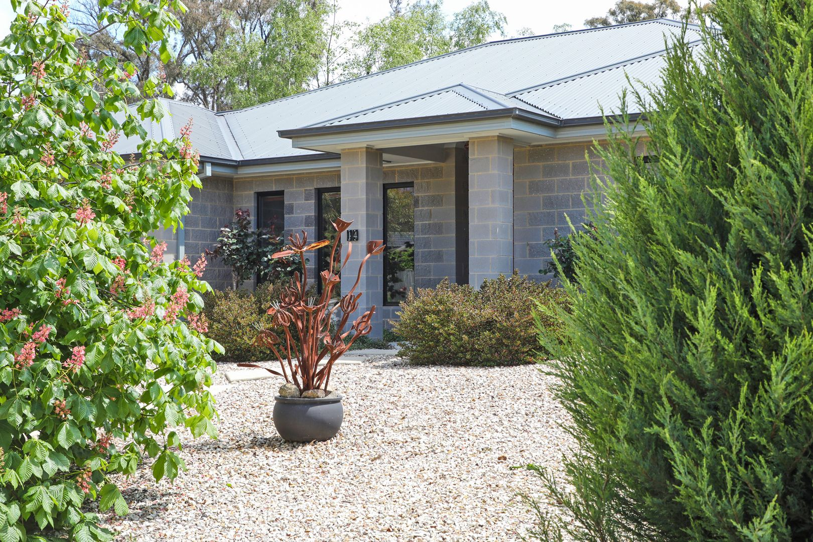14 Roxanne Court, Woodend VIC 3442, Image 0