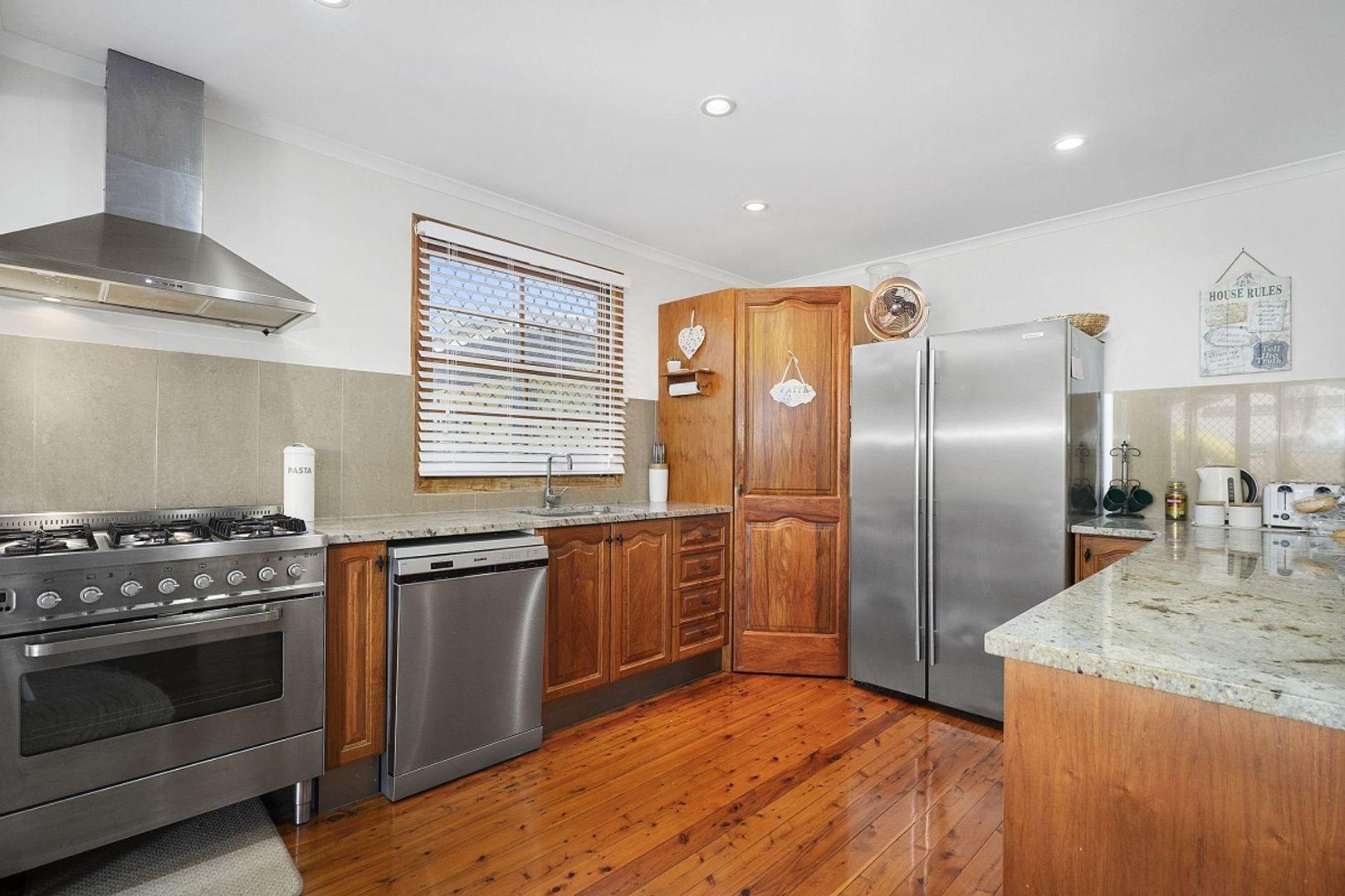 70 Chandos Street, Wynnum West QLD 4178, Image 2
